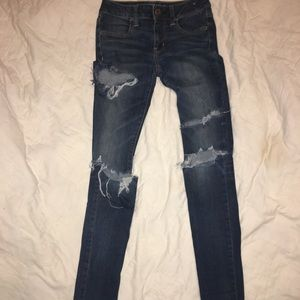 Woman's American Eagle Jeans Ripped. 00